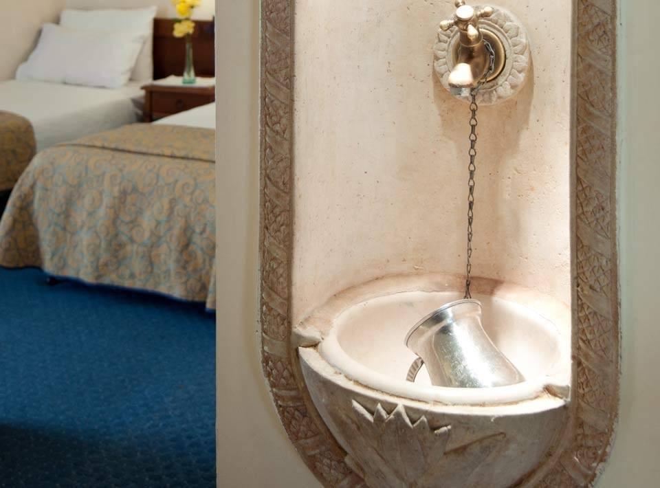 Netilat Yadaim Sink In Rooms
