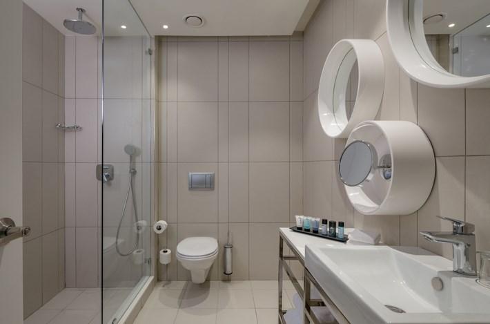 Shower & Bathroom